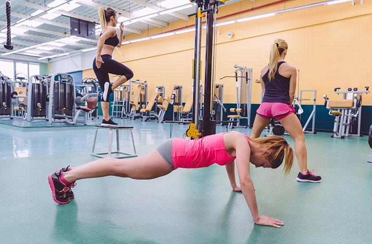 Круговая тренировка на жиросжигание для девушек в домашних условиях без тренажеров