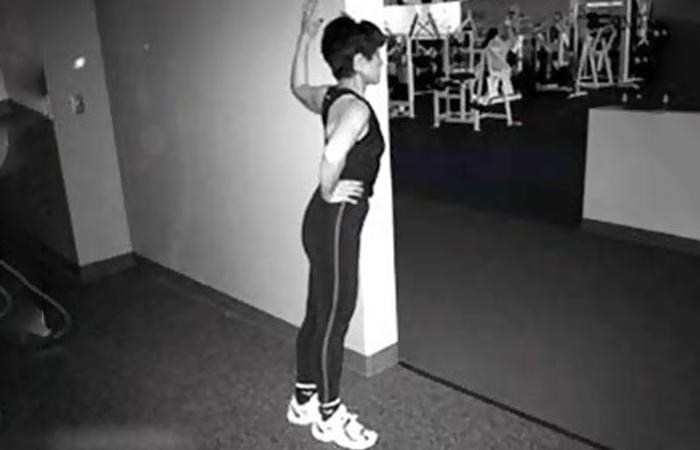 Растяжка грудной мышцы