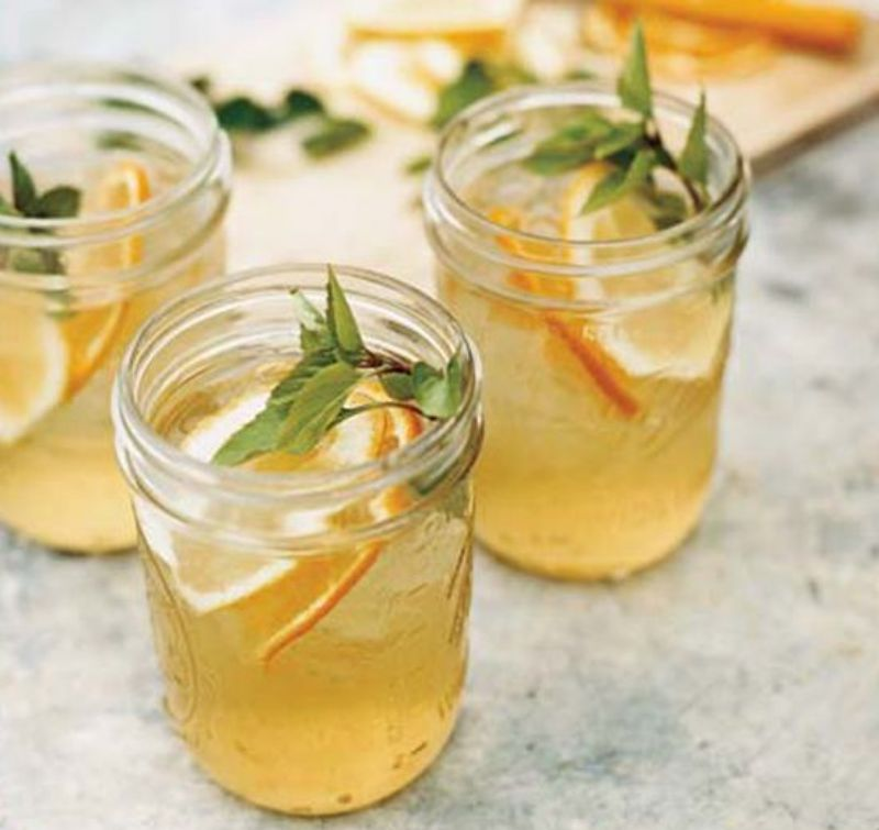 вода с лимоном, медом и базиликом