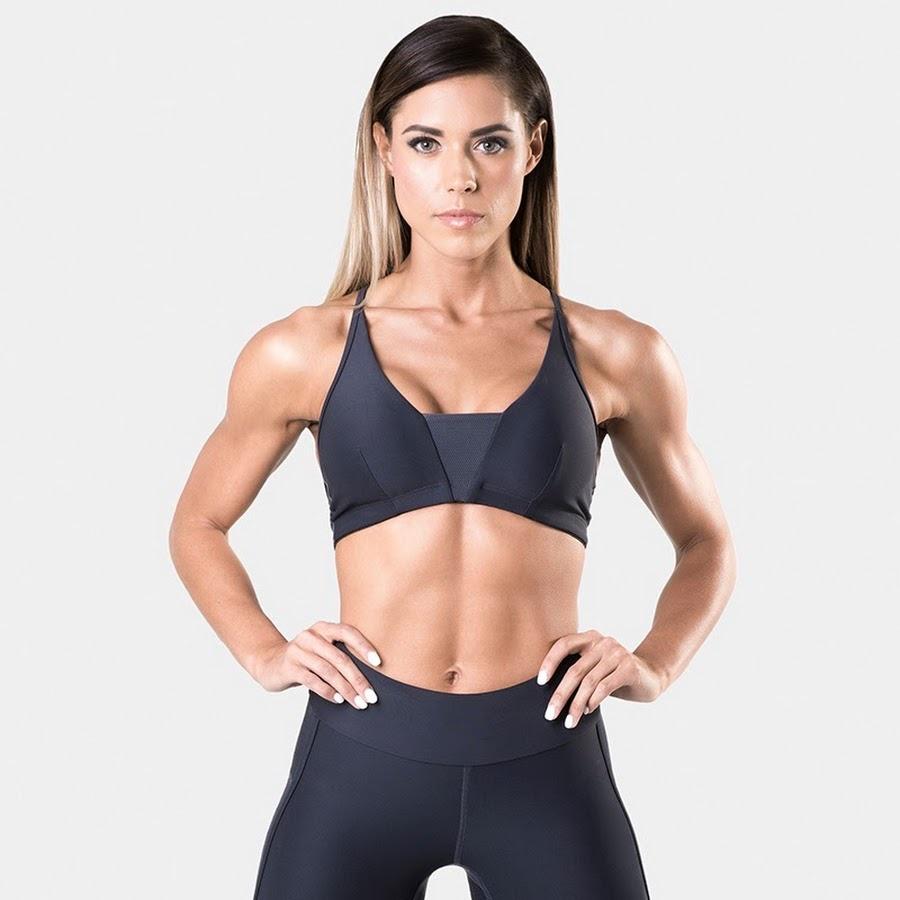 Спортивная девушка с красивой фигурой