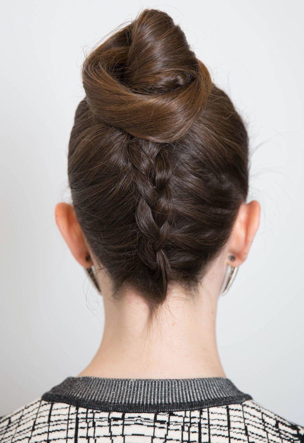 Французская коса снизу вверх с пучком